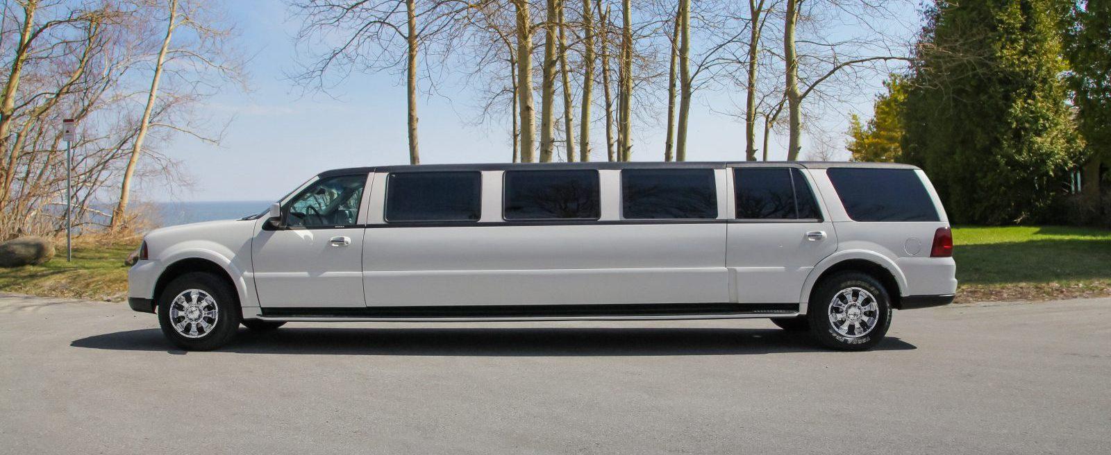 White Stretch SUV Lincoln Navigator