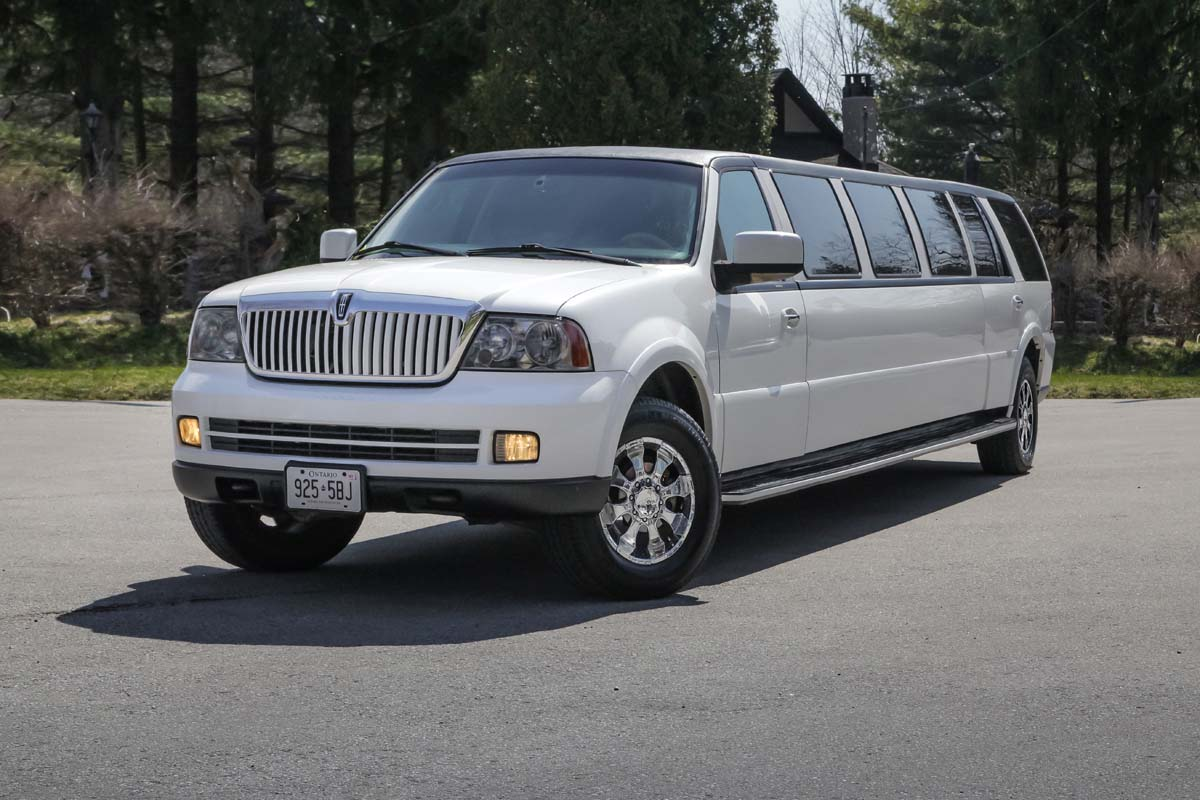 An image showing the exterior of the White Stretch SUV Lincoln Navigator